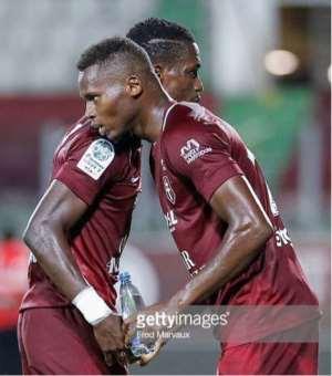 John Boye Congratulates Teammates After Win Over RC Lens