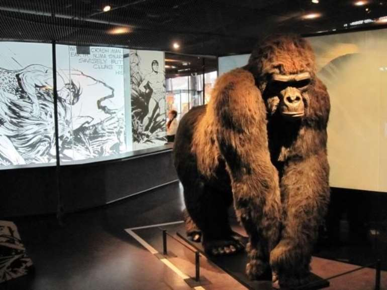 Gorilla welcome at the exhibition