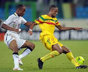 Keita in a tussle with Dede Ayew