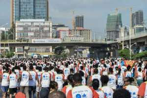 Thousands took part in the first Ethiopia-Eritrea peace and reconciliation run.  By Michael TEWELDE (AFP)