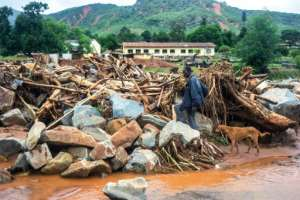 The killer cyclone also wreaked havoc in eastern Zimbabwe, with Chimanimani worst hit. By Zinyange AUNTONY (AFP)