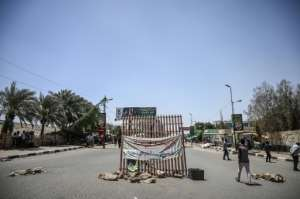 The protesters are refusing to dismantle checkpoints they have set up on roads leading to Sudan's army headquarters.  By OZAN KOSE (AFP)