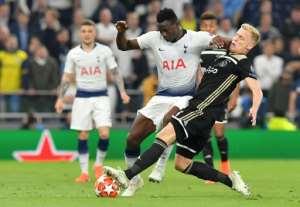 Tottenham Hotspur's Kenyan midfielder Victor Wanyama tackles Ajax midfielder Donny van de Beek.  By EMMANUEL DUNAND (AFP)