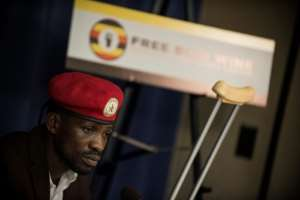 Ugandan singer and opposition MP Robert Kyagulanyi, known by his stage name Bobi Wine, briefs journalist about abuses he says he suffered at the hands of the Ugandan authorities.  By Eric BARADAT (AFP)