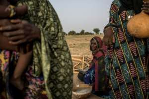 Women of the Wodaabe, one of the groups that make up the Fulani ethnicity, prepare breakfast.  By Marco LONGARI (AFP)