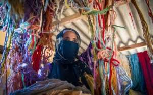 A Moroccan rug weaver sorts through yarn.  By FADEL SENNA (AFP)