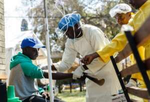 A nurse treats a cholera patient in Zimbabwe's capital Harare during an outbreak that has claimed at least 21 lives in the past week.  By Jekesai NJIKIZANA (AFP/File)