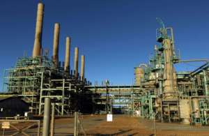 A general view taken on January 11, 2017 of an oil refinery at Libya's Ras Lanuf port one of the conduits for much of the country's crude and gas sale.  By Abdullah DOMA (AFP)