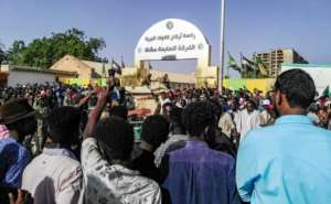 A tide of protesters chant slogans in front of the Khartoum military headquarters, camping outside the sensitive building for a fifth day in a row despite a ban on such demos. By - (AFP)