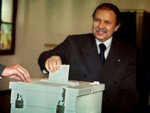 Abdelaziz Bouteflika casts his ballot on 16 September 1999 in Algiers. By HAMID (AFP/File)