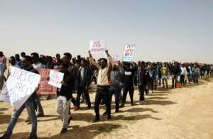 African migrants march from Holot to the Saharonim Prison on February 22, 2018 to protest at the imprisonment of several migrants under a controversial Israeli policy of detention or expulsion