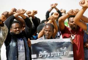 African migrants protest on February 22, 2018 outside the Saharonim Prison, where at least nine others have been incarcerated as part of Israel's policy of prison or deportation for migrants.  By MENAHEM KAHANA (AFP)