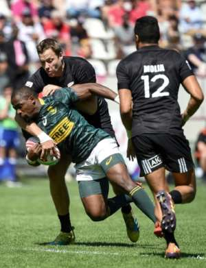 Both South Africa's Siviwe Soyizwapi (L bottom) and New Zealand's Tim Mikkelson (the tackler) will be in action for their countries at this weekend's Oktoberfest 7s in Munich..  By Lucas BARIOULET (AFP/File)