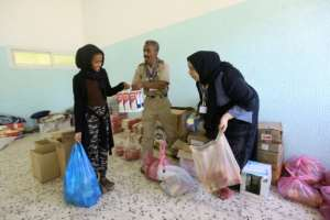 Displaced Libyans collect food aid on April 17, 2019 at a school turned into a shelter on the southern outskirts of the capital Tripoli. By Mahmud TURKIA (AFP)