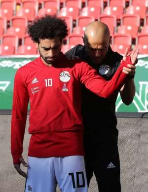 Egypt forward Mohamed Salah (L) takes part in a training session at the Akhmat Arena stadium in Grozny on June 12, 2018, ahead of the Russia 2018 World Cup.  By Karim JAAFAR (AFP)
