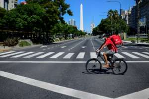 Food delivery rider Dixon Abreu on the July 9 Avenue in Buenos Aires.  By Ronaldo SCHEMIDT (AFP)
