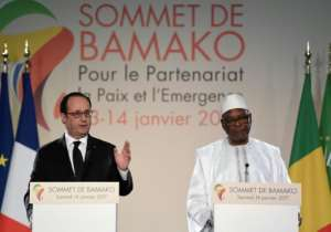 French President Francois Hollande (L) and Malian President Ibrahim Boubacar Keita give a joint press conference following the Africa-France summit in Bamako on January 14, 2017