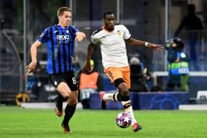 Geoffrey Kondogbia (R) outruns an Inter Milan opponent while playing for Valencia in the Champions League this year.  By Vincenzo PINTO (AFP)