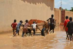 In Niamey, locals struggle to save what remains of the capital's hardest hit areas.  By BOUREIMA HAMA (AFP)