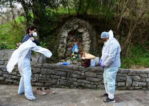 Italy recorded almost 1,000 deaths from the virus on Friday, the worst one-day toll anywhere around the world since the pandemic began.  By Piero CRUCIATTI (AFP)