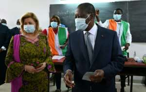 Ivory Coast's incumbent President Alassane Ouattara (R) has urged opponents to give up protests.  By Issouf SANOGO (AFP)