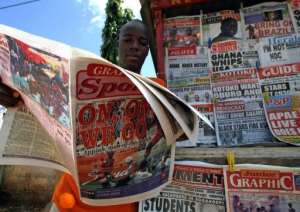 A man reads a newspaper on June 23, 2006 in Accra.  By Kambou Sia (AFP/File)