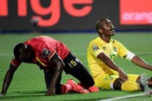 Knowledge Musona (R) looks on in despair as poor finishing cost Zimbabwe victory against Uganda.  By JAVIER SORIANO (AFP/File)