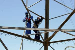 Libyan crews face major risks as they try to repair damaged power infrastructure.  By Mahmud TURKIA (AFP)