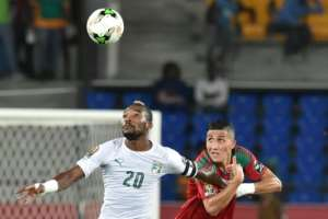 Morocco's midfielder Faycal Fajr (R) challenges Ivory Coast's midfielder Serey Die during the 2017 Africa Cup of Nations group C football match between Morocco and Ivory Coast in Oyem on January 24, 2017