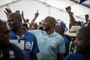Mmusi Maimane, the leader of the Democratic Alliance (DA) opposition party is welcomed by supporters.  By MARCO LONGARI (AFP)