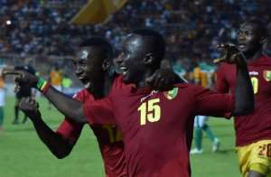 Naby Keita (R) celebrates his goal against the Ivory Coast in Bouake.  By ISSOUF SANOGO (AFP/File)