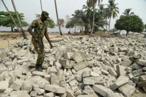Naval forces gave the residents of Tarkwa Bay a morning to pack up their lives and move out.  By PIUS UTOMI EKPEI (AFP)