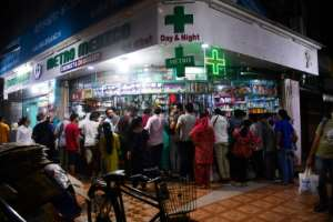 People gather at a pharmacy in Mumbai following the Indian prime minister's announcement of a government-imposed nationwide lockdown.  By Indranil MUKHERJEE (AFP)