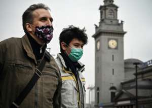 Pedestrians wear face masks as they walk in central Moscow on November 20, 2020.  By Alexander NEMENOV (AFP)