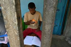 Poor internet connection is a problem for many students.  By ISSOUF SANOGO (AFP)