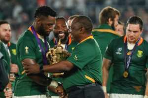 President Cyril Ramaphosa (C) of South Africa congratulates Springboks skipper Siya Kolisi (L) after the Rugby World Cup final.  By Odd ANDERSEN (AFP)