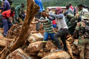 Residents joined military personnel in the search for survivors in Ngangu township Chimanimani, eastern Zimbabwe. By ZINYANGE AUNTONY (AFP)