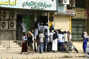 Residents of Khartoum queued outside a bank to withdraw money following the end of the strike.  By - (AFP)
