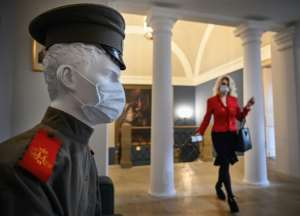 Russia is the latest country to announce a promising vaccine, but for the time being shoppers, and even mannequins, wear face masks.  By Alexander NEMENOV (AFP)