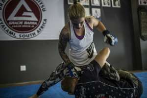 Shana Power sparring with EFC Champion Gareth Mclellan in the gym in Johannesburg.  By GULSHAN KHAN (AFP/File)
