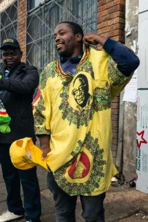 Some Zimbabweans paid tribute to Mugabe.  By Jekesai NJIKIZANA (AFP)