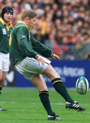 South African fly-half Jannie de Beer dropped an astonishing five goals as the Springboks thrashed England.  By ODD ANDERSEN (AFP/File)