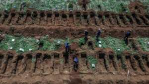 Staff dig graves at Vila Formosa cemetery, in outskirts of Sao Paulo, Brazil.  By NELSON ALMEIDA (AFP)