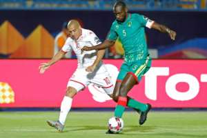Star Tunisia forward Wahbi Khazri (L) pursues a Mauritanian during the Africa Cup of Nations in Egypt.  By FADEL SENNA (AFP)