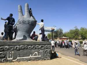 Sudanese protest leaders called on the army to protect demonstrators pushing for President Omar al-Bashir resign. By STRINGER (AFP)