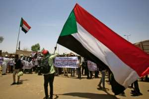 Sudanese protesters are pushing for the military to hand power to a civilian adminstration after the ouster of veteran leader Omar al-Bashir.  By ASHRAF SHAZLY (AFP)