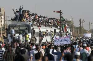 Sudanese protesters from the city of Atbara, the crucible of the protests, cheer upon arriving in Khartoum on April 23, 2019. By OZAN KOSE (AFP)