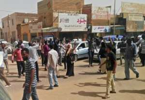Sudanese protesters rally in downtown Khartoum in support of those detained in weeks of protests against President Omar al-Bashir's iron-fisted rule.  By STRINGER (AFP)