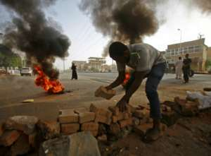 Sudanese protesters set up roadblocks in Khartoum to try and prevent authorities' attempts to break up the sit-in demanding civilian rule.  By ASHRAF SHAZLY (AFP/File)
