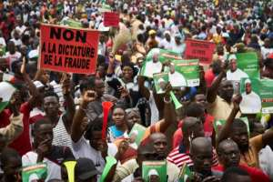 Supporters of Malian opposition leader Soumaila Cisse hold a sign saying